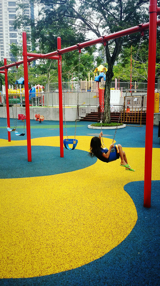 playground-recreation-leisure-outdoor-play-equipment-people 图片素材