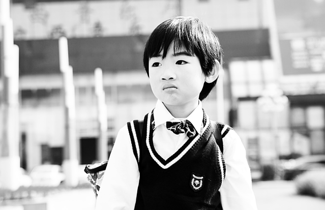 monochrome-people-portrait-street-child 图片素材