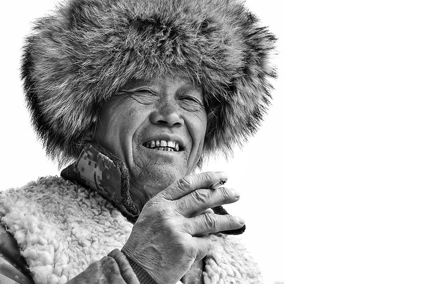 portrait-people-one-fur-clothing-black-white 图片素材