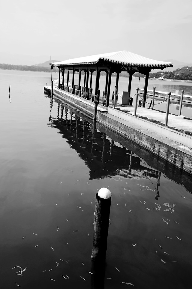 water-no-person-reflection-pier-lake picture material