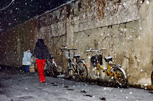 snow-winter-street-people-vehicle picture material
