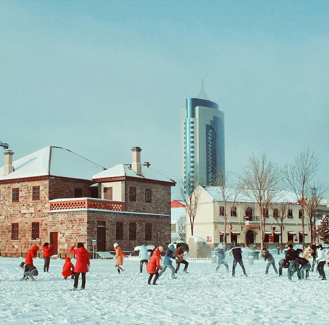 winter-snow-people-building-city 图片素材