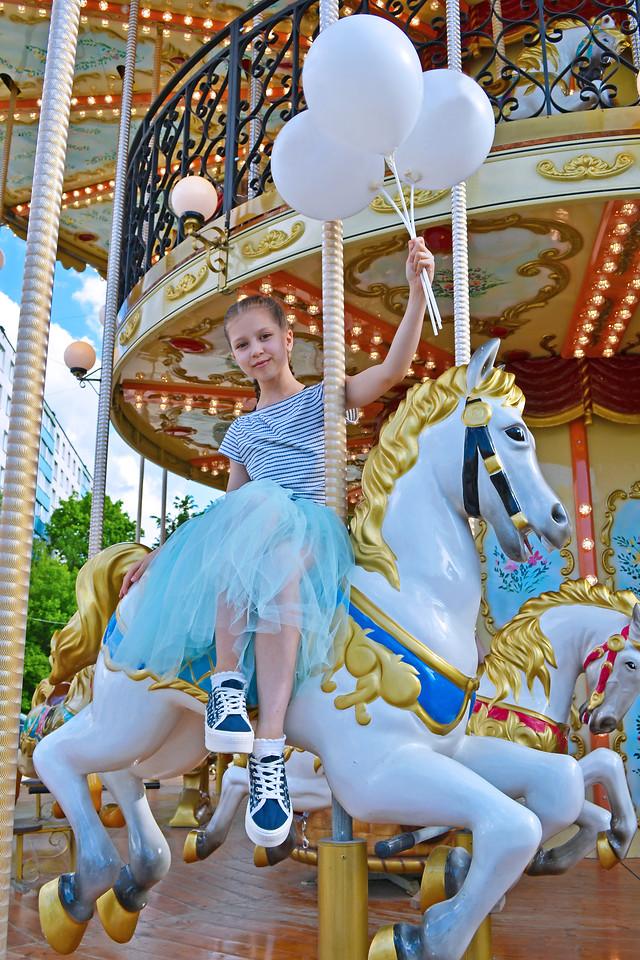 magic-carousel picture material