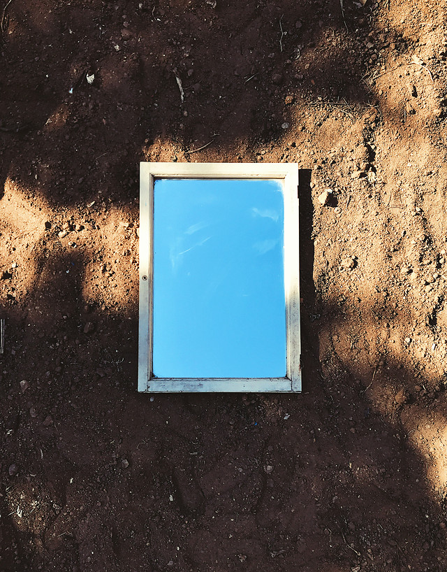 dirty-empty-picture-frame-no-person-wall picture material