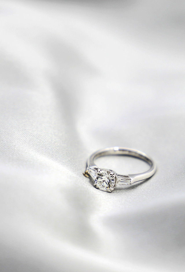 jewelry-platinum-jewelry-band-engagement-shining picture material