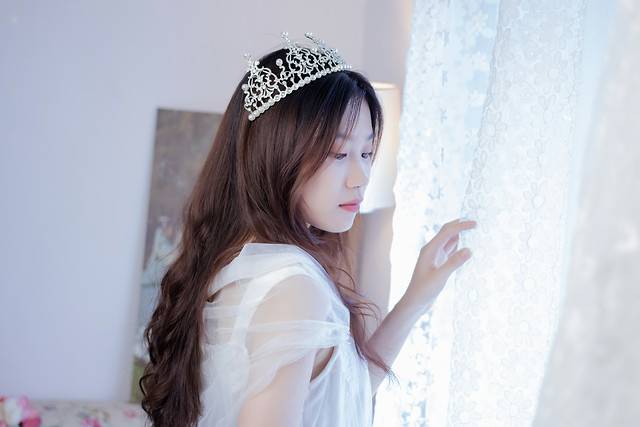 woman-indoors-fashion-headpiece-hair-accessory picture material