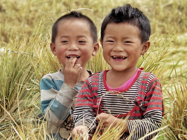 children-in-daliangshan picture material