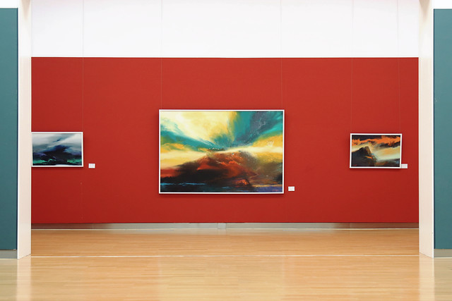 empty-family-contemporary-indoors-exhibition picture material