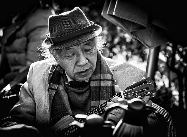 people-monochrome-street-portrait-music picture material