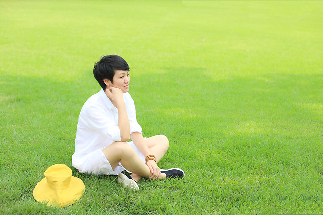 grass-lawn-field-summer-sitting picture material