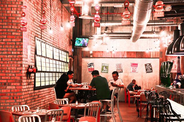 restaurant-bar-street-people-table 图片素材