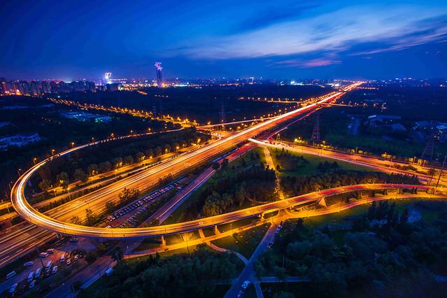 traffic-city-highway-dusk-evening 图片素材
