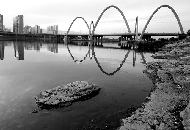 water-reflection-river-lake-bridge picture material
