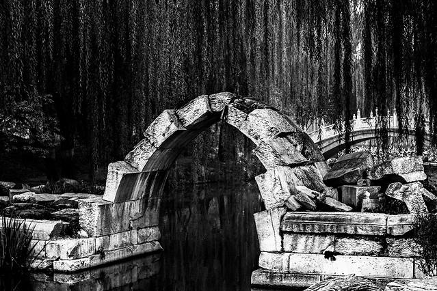 no-person-old-architecture-black-white-travel picture material