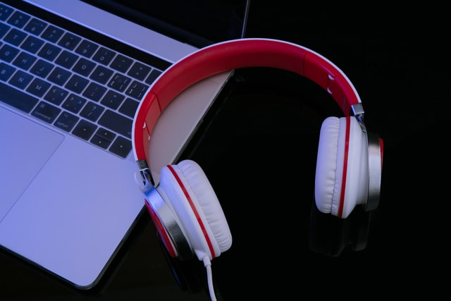 technology-still-life-headset-computer-no-person picture material