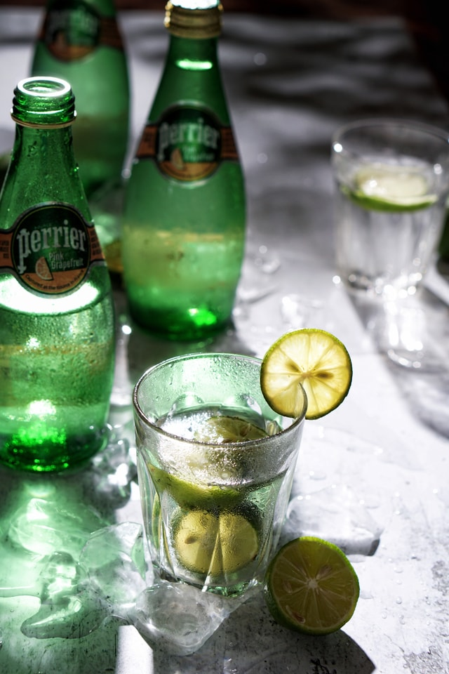 summer-searing-green-light-shadow-lemon-paris-water-cool-summer-ice-melting-green picture material