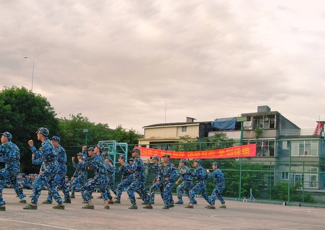 military-army-military-training-people-competition 图片素材