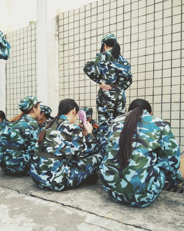 military-people-child-adult-family 图片素材