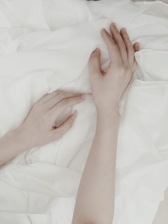 skin-bed-foot-woman-relaxation picture material