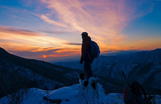 sunset-snow-mountain-sky-hike 图片素材
