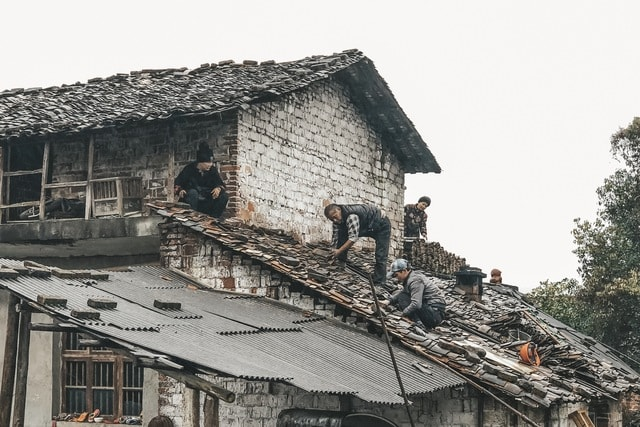 mobile-photography-documentary-human-beings-roof-building picture material