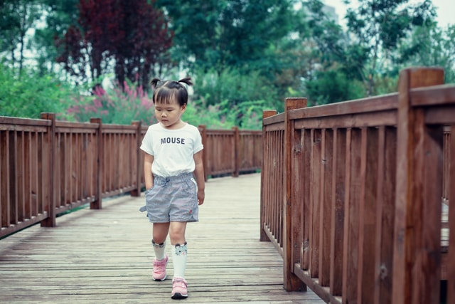 clothing-day-public-space-snapshot-child picture material