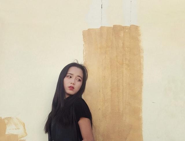 girl-shoulder-wood-neck picture material