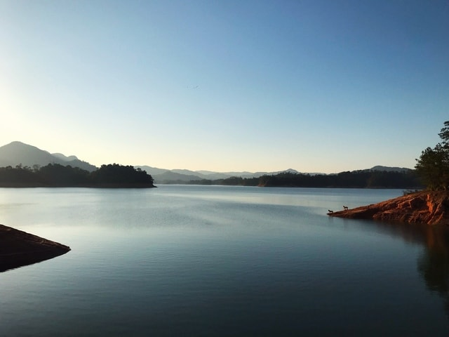 the-beauty-of-the-lake-body-of-water-sky-water-nature 图片素材