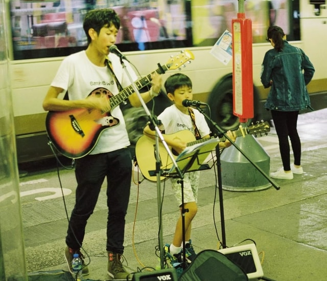 string-instrument-musician-music-guitar-street-performance picture material