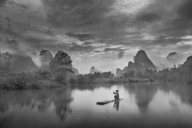 light-and-shadow-reflection-black-and-white-landscape-travel picture material