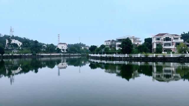 lake-light-color-body-of-water-reflection-water-water-resources 图片素材