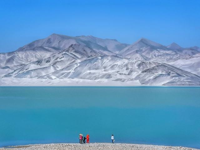 mobile-photography-human-and-nature-baisha-lake-xinjiang-mountainous-landforms-mountain 图片素材