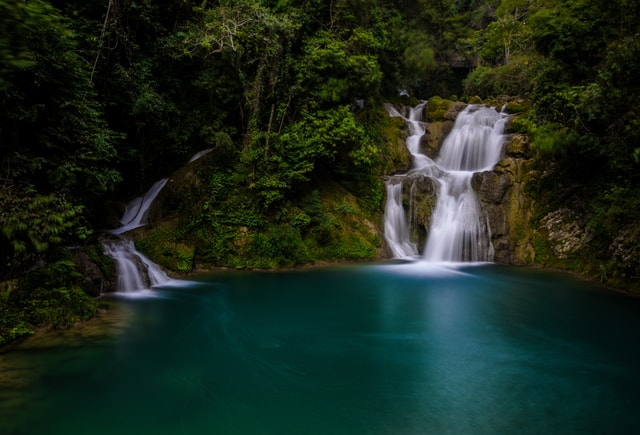 waterfall-body-of-water-water-resources-natural-landscape-nature 图片素材