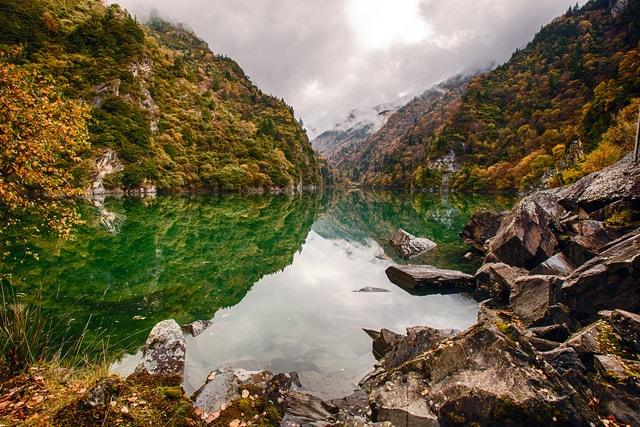 body-of-water-natural-landscape-nature-mountain-mountainous-landforms 图片素材