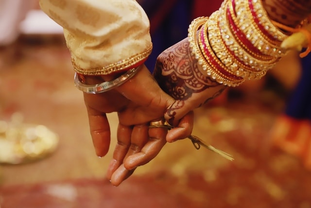 marrying-love-hand-tradition-nail-marriage picture material