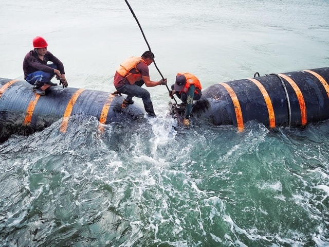 water-lifejacket-recreation-vehicle-geological-phenomenon 图片素材