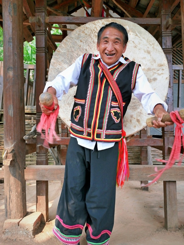 nationality-drum-old-man-smile-temple picture material
