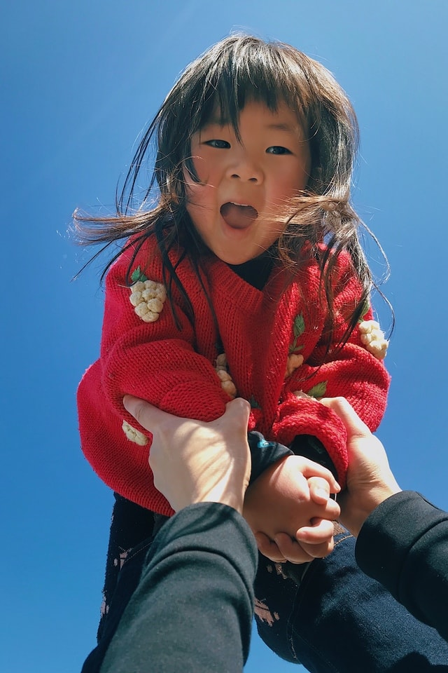mobile-photography-play-child-happy-portrait picture material