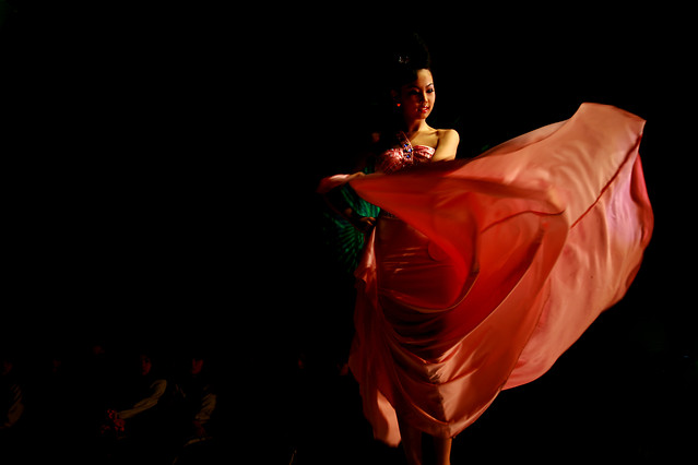 people-performance-one-dancing-woman 图片素材