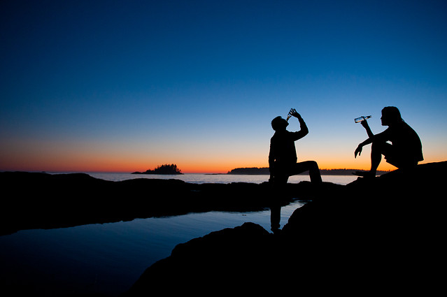 sunset-silhouette-backlit-people-sky picture material