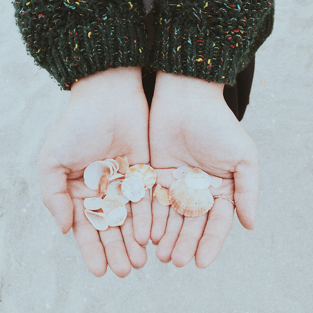 winter-snow-woman-girl-people picture material