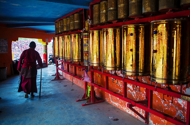 religion-people-travel-monk-temple picture material