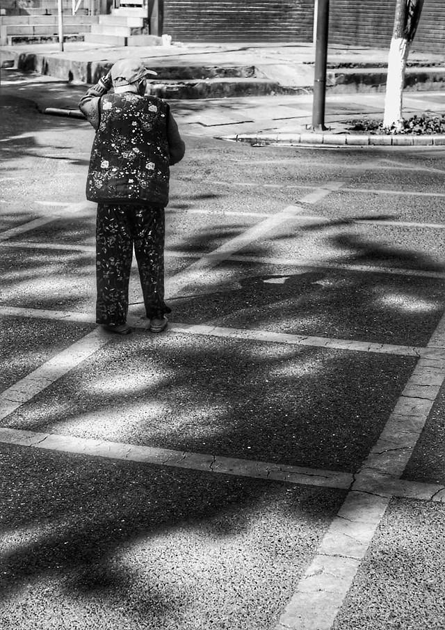 street-people-monochrome-pavement-road 图片素材