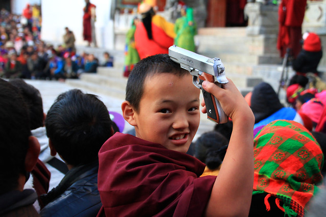 people-street-child-festival-religion 图片素材