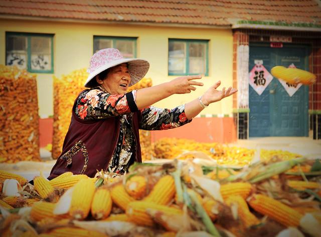people-market-grow-traditional-wear 图片素材