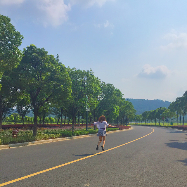 road-sky-tree-recreation-street picture material