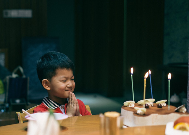 child-people-candle-education-indoors 图片素材