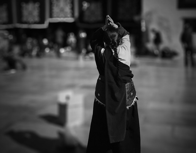 people-woman-one-street-monochrome picture material