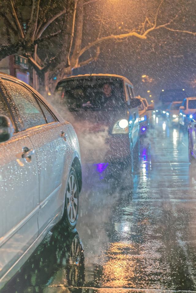 reflection-car-water-street-light 图片素材