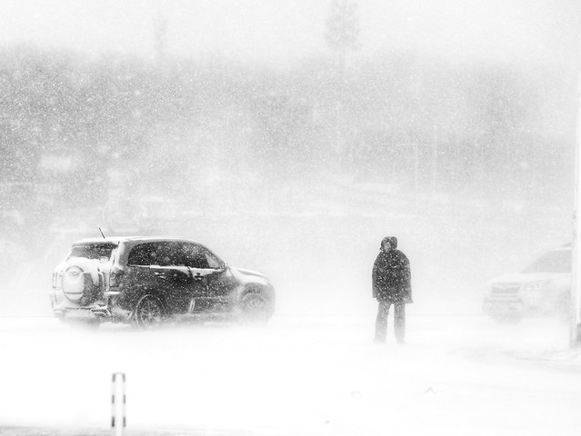 vehicle-snow-winter-people-car picture material